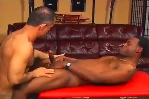 Slick Rick Works Out whilst Getting His penis Sucked By Morgan