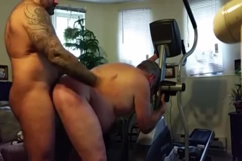 bulky Daddy gets fucked By Muscle Bear