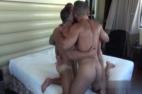 Muscle Bear suck job-sex With ball cream flow