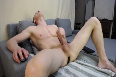 Muscled guy Eric With gigantic jock Masturbates On Chaturbate